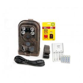 Pełny zestaw: fotopułapka, akumulatorki, karta pamięci i ładowarka