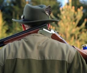 Myśliwy ze strzelbą